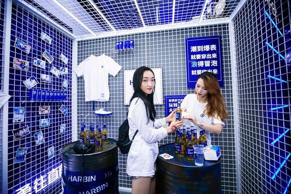 一场哈尔滨啤酒 × PONY潮流的跨界派对|国潮范这么闪