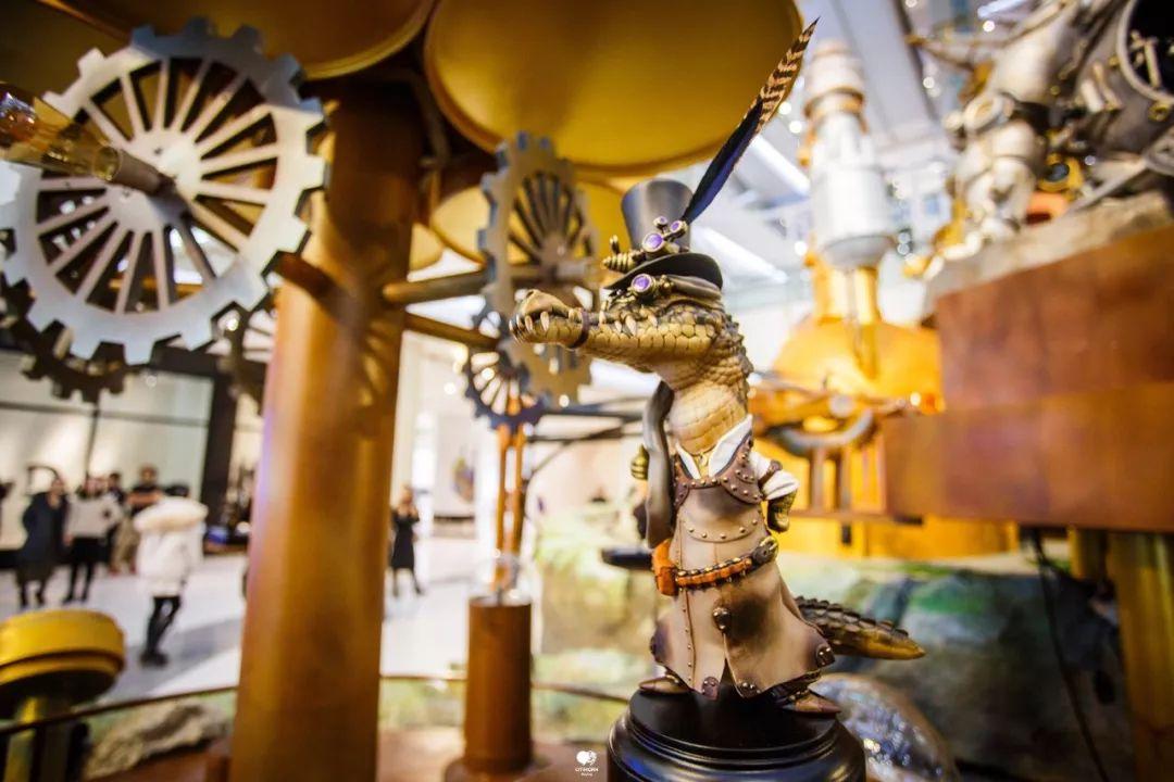 这个蒸汽朋克的商场美陈一下子就穿越到了19世纪维多利亚时代