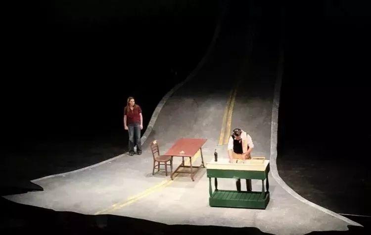 几尺见方的舞台也能这么玩出创意花样的舞美设计