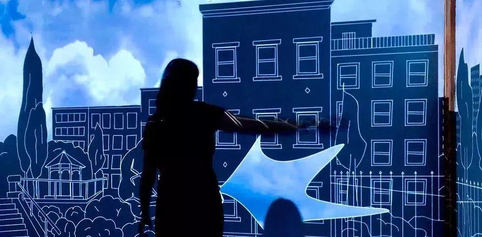 这般沉浸式的互动艺术装置,仿佛到了另一个神奇的领域,这是海市蜃楼吗?
