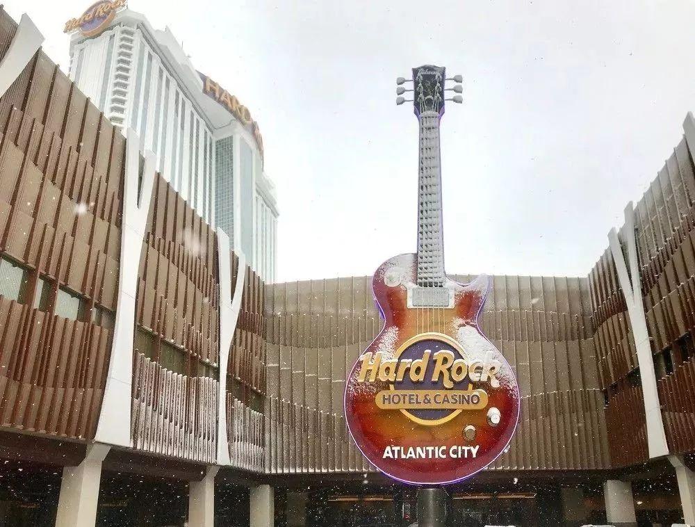 吉他立面灯光装置点燃了大西洋城的硬石赌场的视觉体验