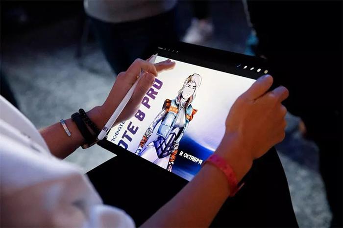 数字朋克风格的新品发布会活跃了宾客的互动体验