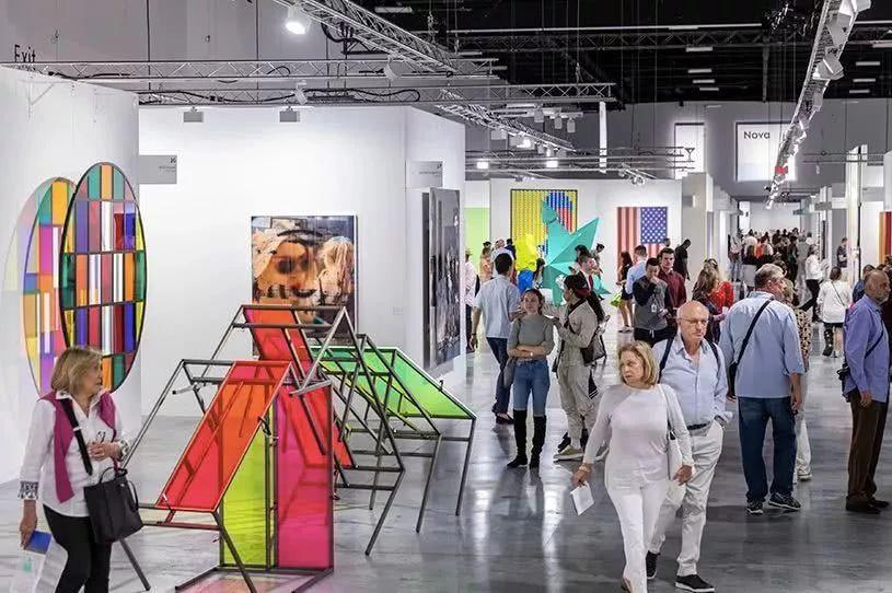 迈阿密巴塞尔主题艺术展览亮点多多,听听展会内外的艺术声音
