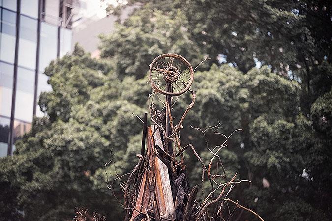 烧毁的圣诞树活动创意,只为让大家关注灾区重建