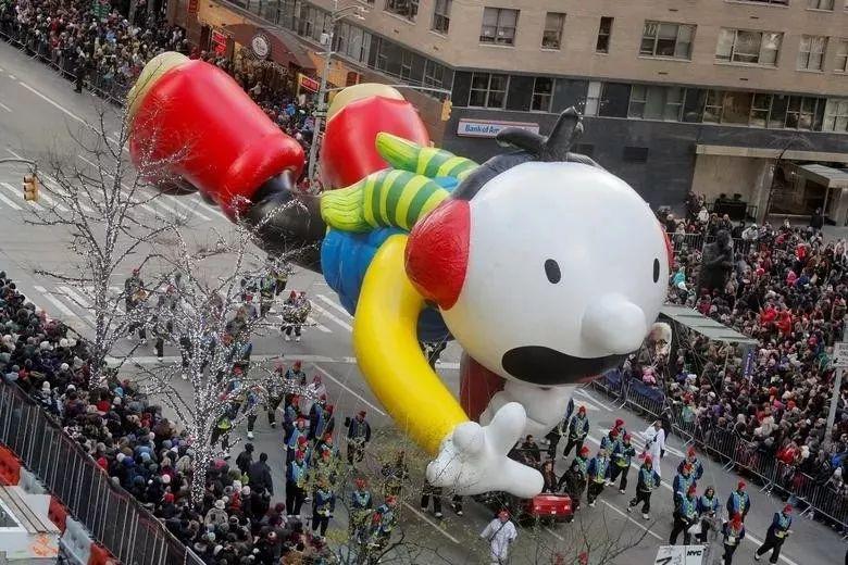 梅西感恩节庆典活动竟然是放飞气球和游花车,有趣极了