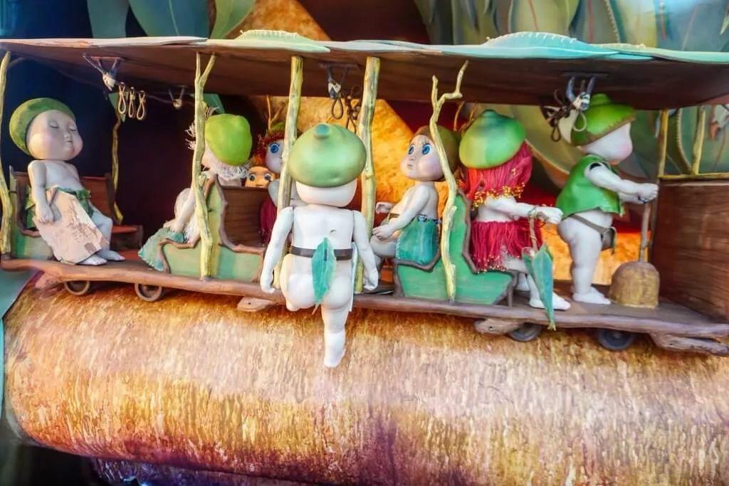 快看圣诞橱窗美陈设计里的那群可爱的桉树宝宝,他们也在为圣诞节做准备