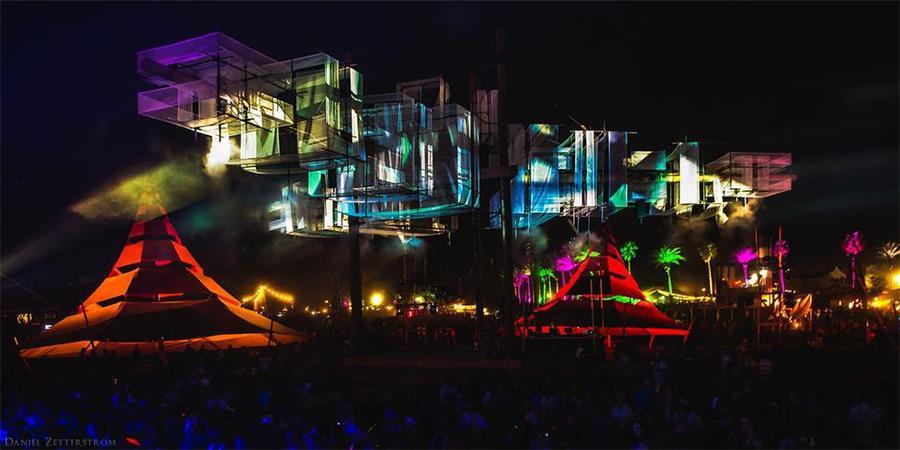 音乐节活动的舞台策划很是有趣,漂浮的纱布效果更震撼