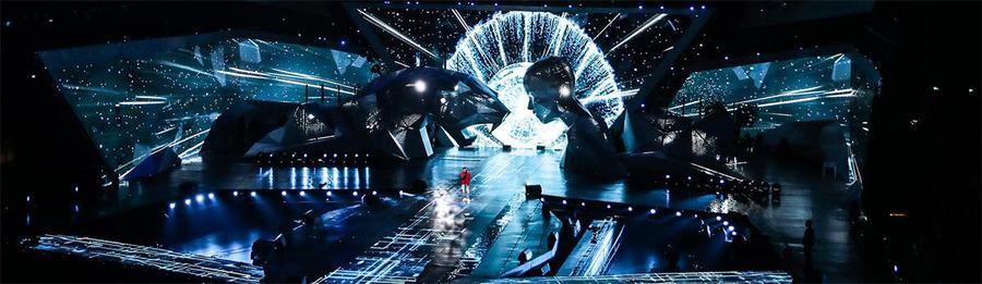 潮音发布演出活动的舞美设计用透视法把舞台中央划分为两部分