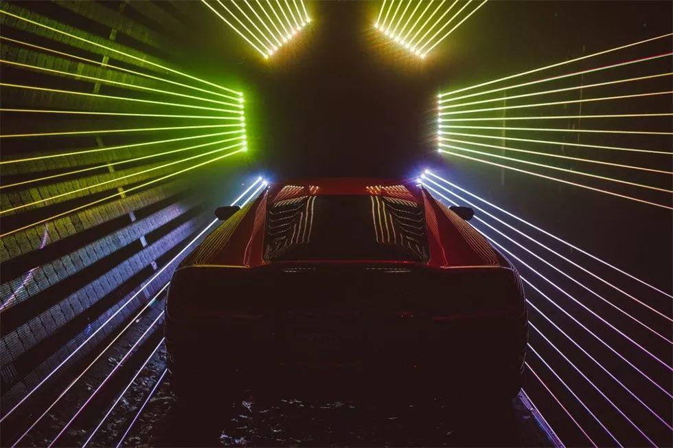 汽车新品发布会以独特灯光表演完成了虚拟故事和现实故事的结合