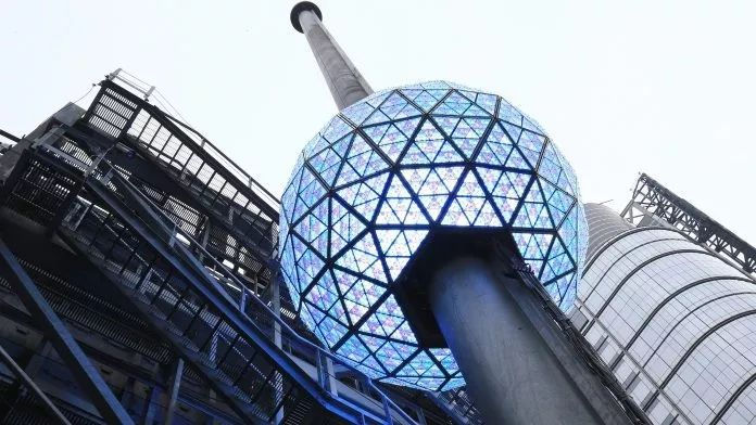 时代广场跨年夜活动策划了一个重头戏:新年水晶球与你共迎2020年