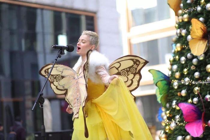BFC开业庆典活动上蝴蝶漫天,是时尚、艺术的完美聚集