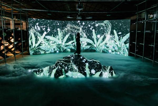 镜像节展览活动策划了一个跨越时空的互动式奇幻场景,妙哉!