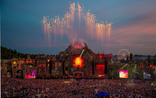 """这是一座火山的舞台:2013年""""明日世界"""""""