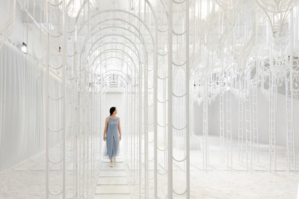 """白色""""伊甸园""""装置:模糊了人造奇迹与自然美景之间的界限"""