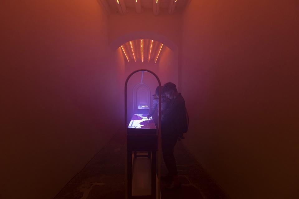 """""""COLOUR:UNKNOWN""""展览:对女性思维独特价值的认识"""