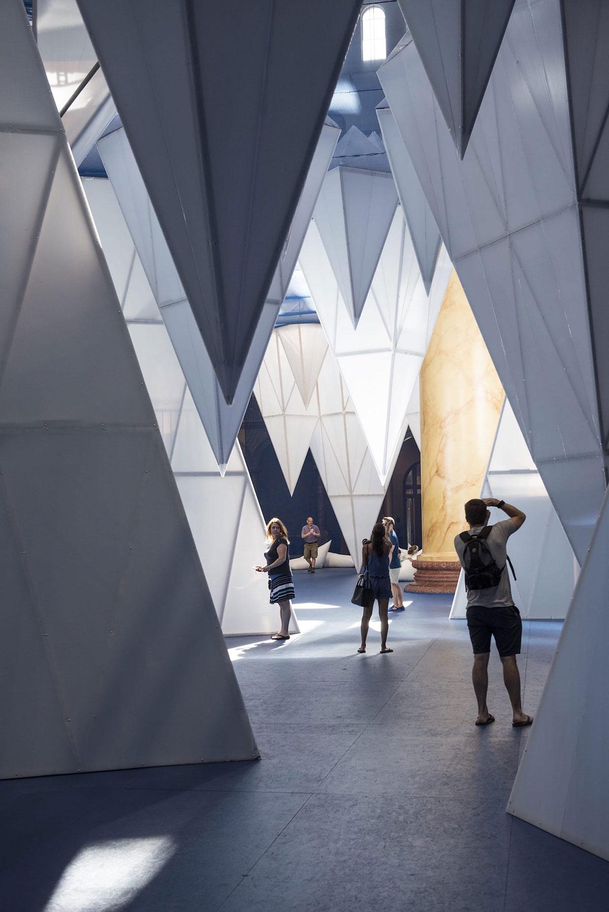成方圆的孩子_设计成冰山的美陈设计更多地是为了向公众输出环境的主题教育 ...