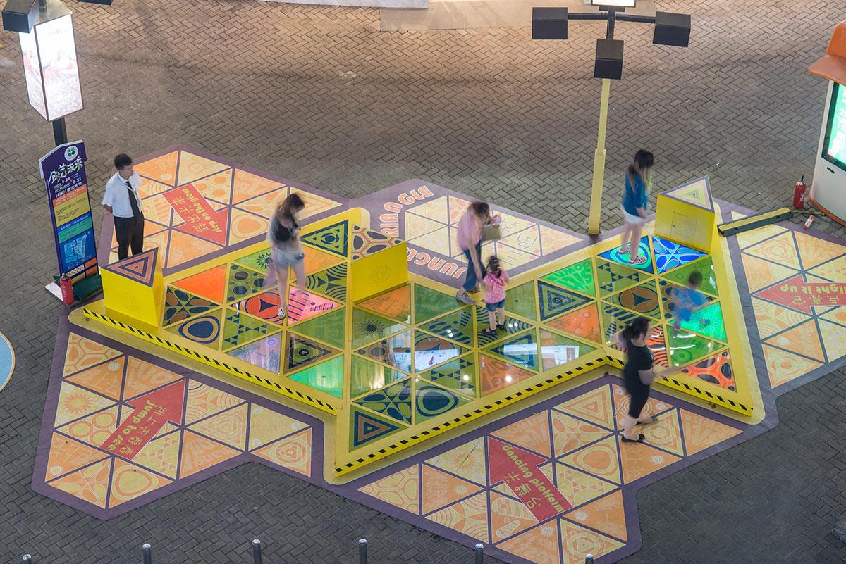 商场美陈Triangle Tango让游客停驻,强化了与家人朋友的互动