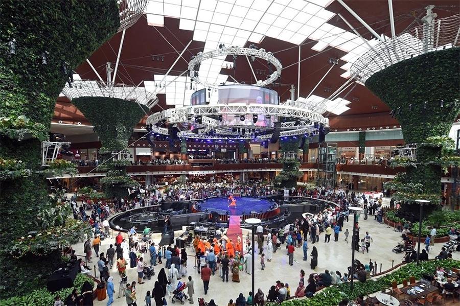 360度旋转剧场舞台为这个购物中心开幕式带来了不可思议的视听感受