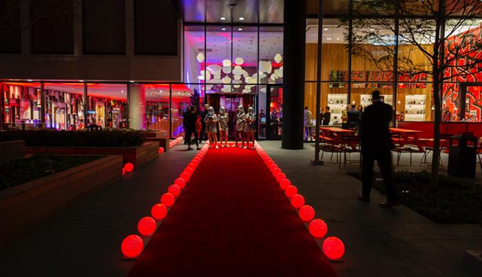 酒店开业派对居然是在夜间进行的,市民酒店果然进行了不一样的转型