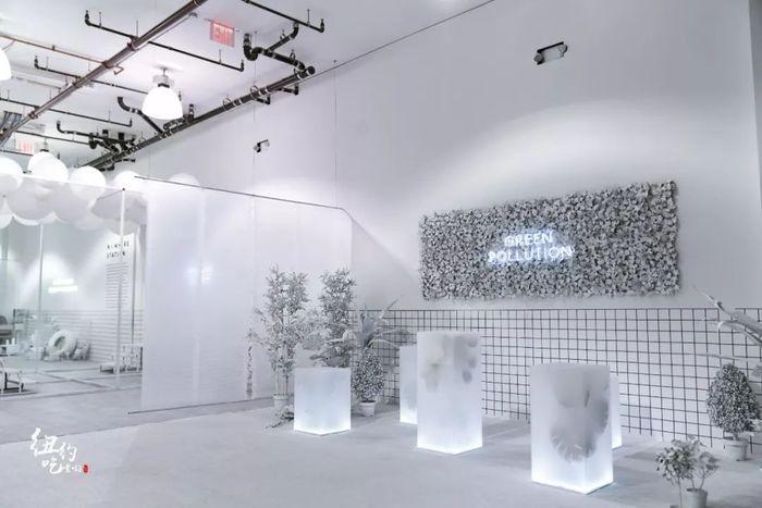 主题快闪店形式的展览策划,黑白风格很是印象深刻