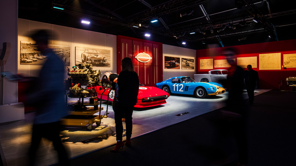 F1赛事座上宾的弹出式展览活动提供了难得一见的跳跃马宇宙
