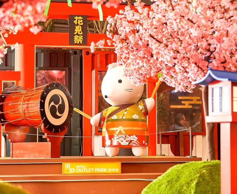 武汉樱花季已来走,无奈只能靠商场里的主题樱花展览活动装置解情仇