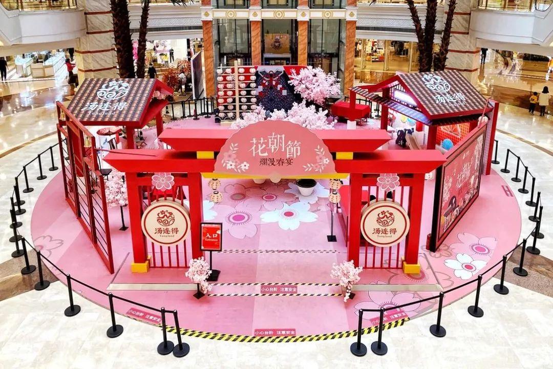 花朝节主题快闪展览活动散发着春日的气息,粉色盛宴仙气十足