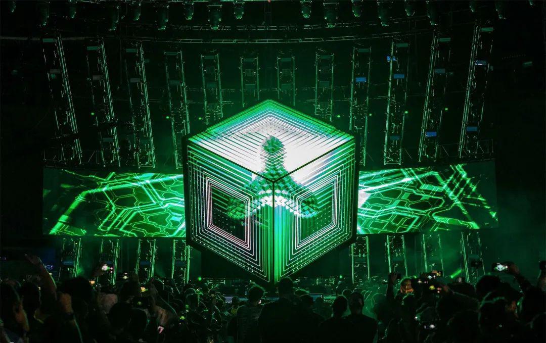 音乐节活动上的舞台制作重新定义了音乐会的互动体验,真够震撼的