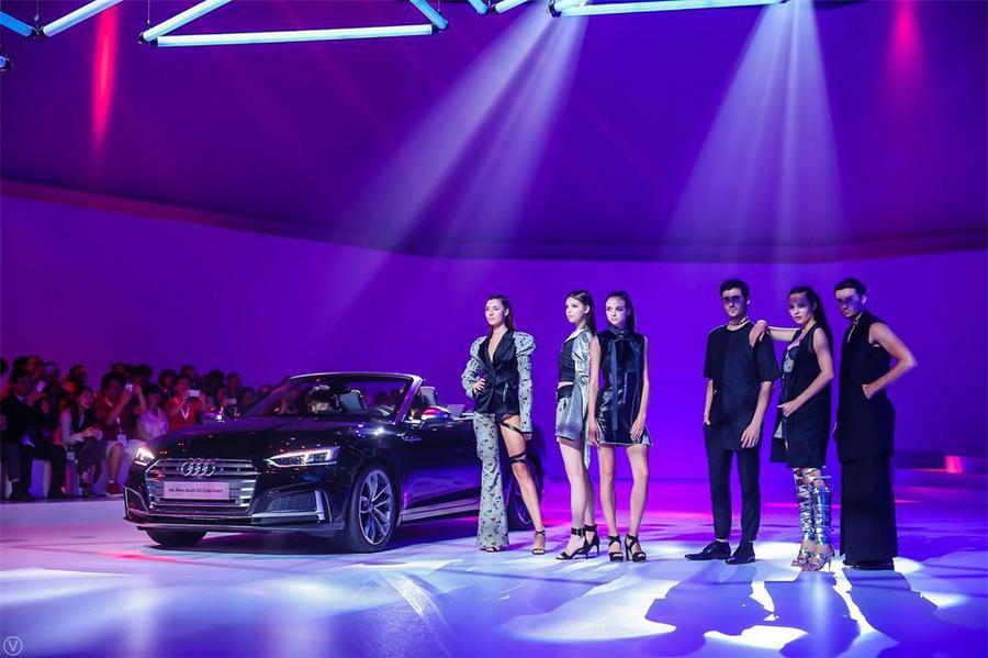 当汽车发布会活动与时装秀同台表演时,这是怎样一番奢华与优雅的别样景观