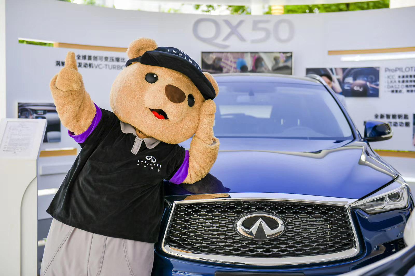 新英菲尼迪QX50快闪展览活动亮相上海久光百货,雨后客流感人
