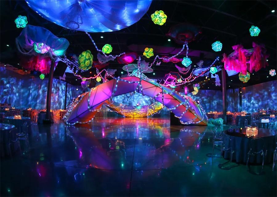 霓虹灯主题派对活动策划的这个神奇空间分外美丽和梦幻