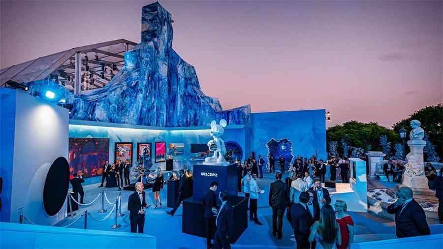 蓝色海洋主题慈善庆典活动策划的拍卖会汇集了众多精选美术品