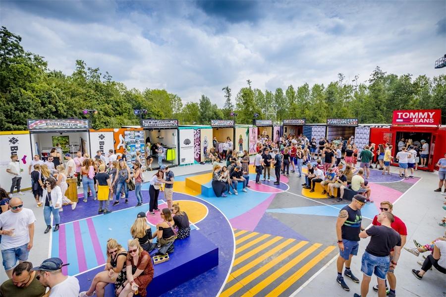 低地音乐节活动策划的集装箱品牌体验中心才是音乐节的灵魂