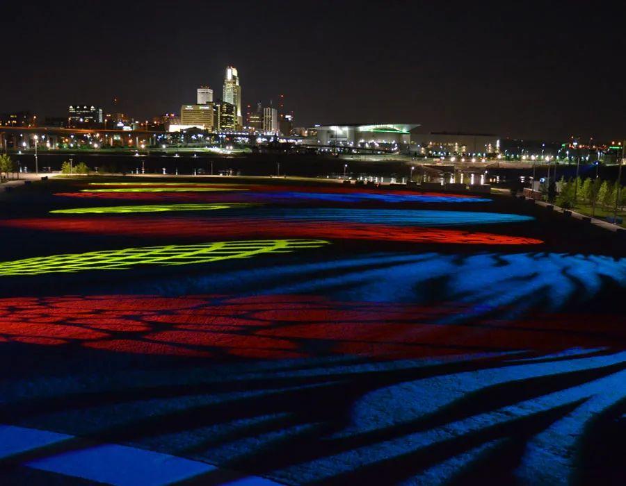 5英亩大草坪的灯光秀展览活动瞬息万变,震撼