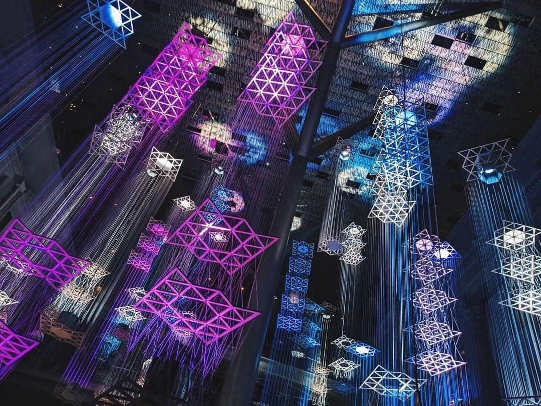 浮城的互动展览活动装置太梦幻了,搭配音乐更像一场表演