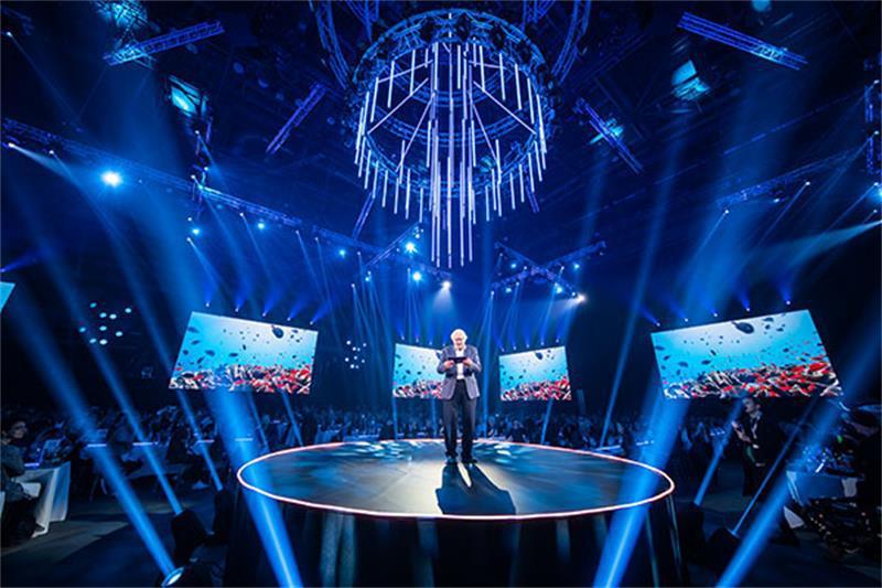 影视节目展示活动策划的7个6米高的屏幕魅力四射