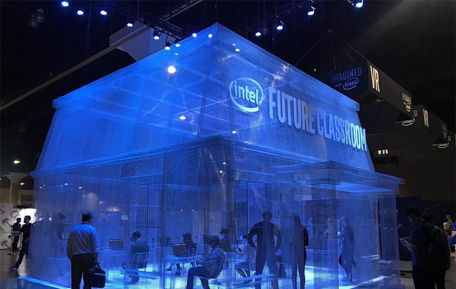 """英特尔""""虚拟教室""""铁丝网格展览活动,VR的虚拟与现实"""