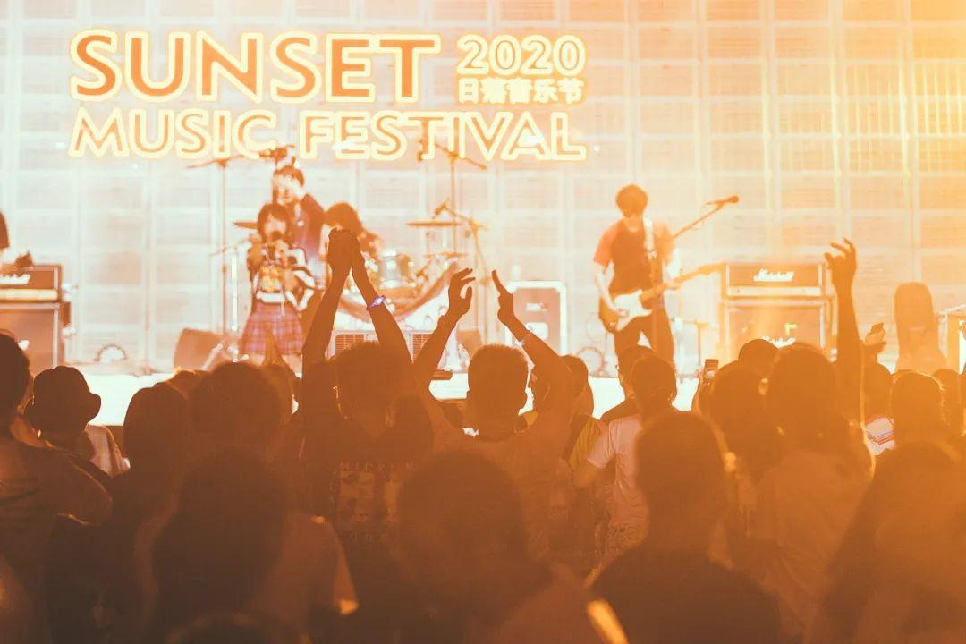 阿那亚日落音乐节活动策划了一场海边音乐盛宴,欢乐至极