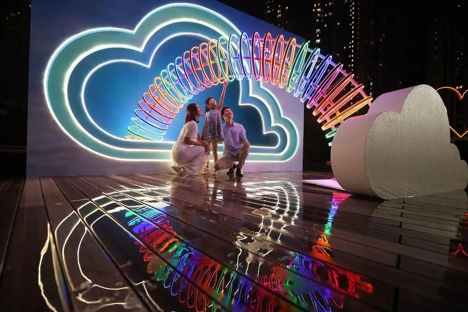 中秋节这波彩虹美陈展览活动装置日与夜各有绚丽姿态