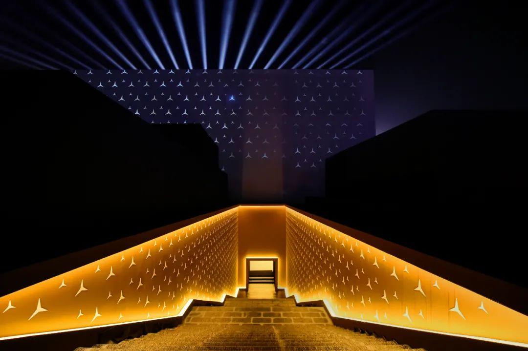 奔驰新一代E级发布会活动策划了一场北京大戏楼里的经典剧目