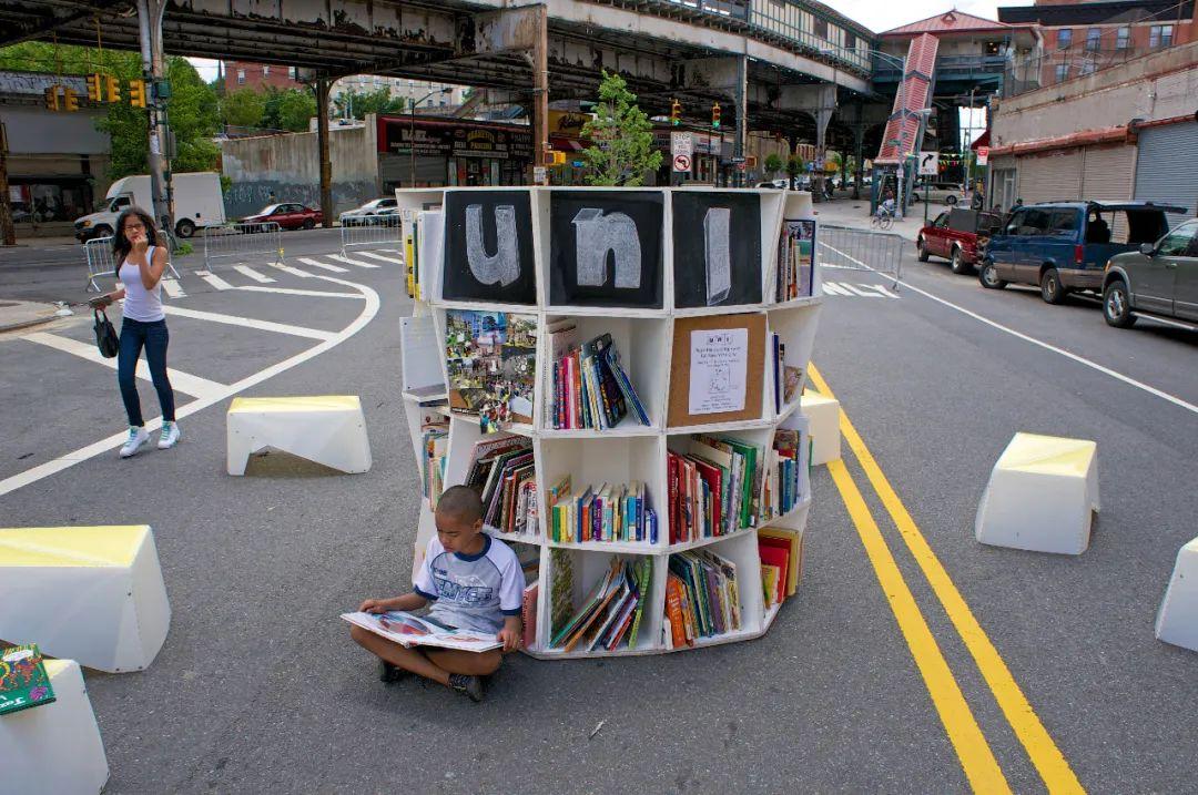 快闪图书馆活动策划成了街头另一道靓丽的风景线