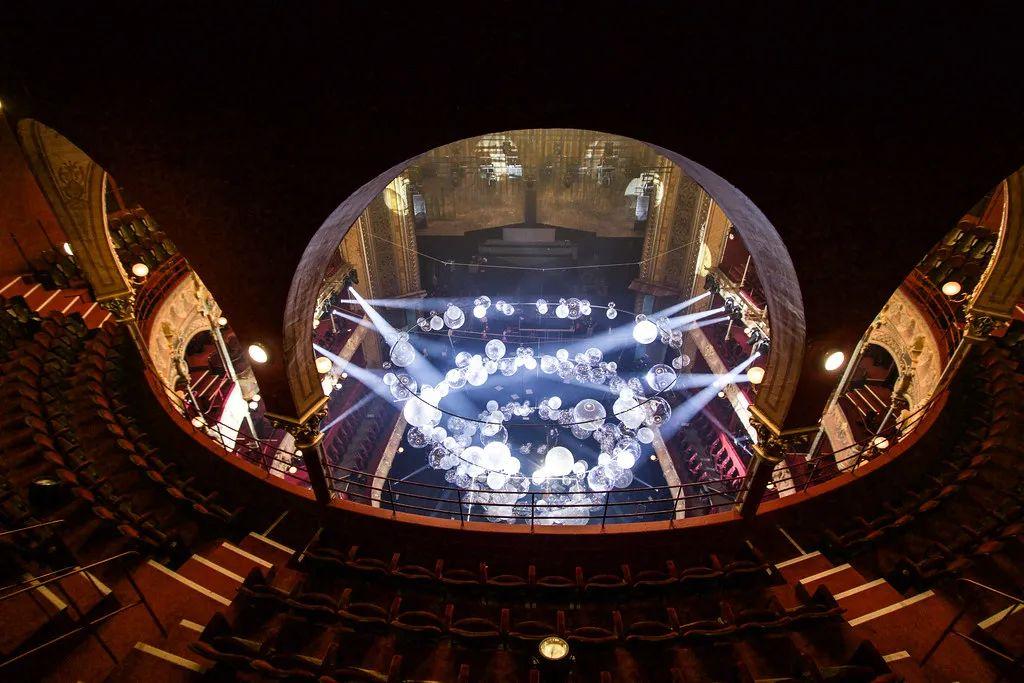 法国巴黎夏特莱大剧院的这个艺术活动装置策划美翻了!