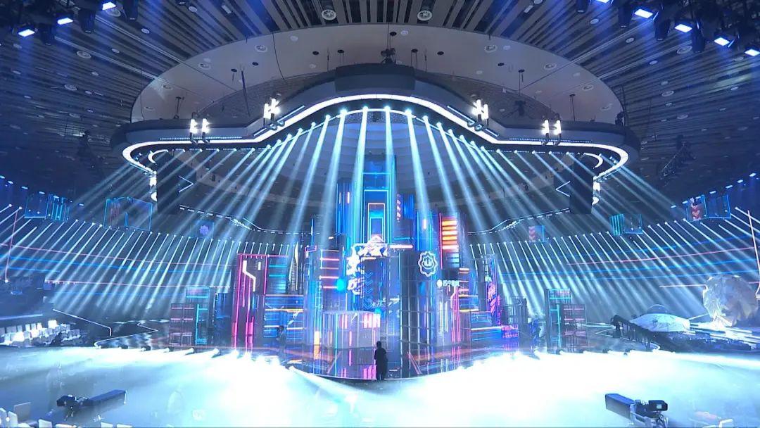 苏宁易购1111超级秀活动策划的舞美创造了极致的视觉和舞美体验