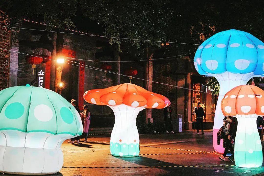 看这个展览活动策划的艺术装置The Walk of Wonders,互动体验超强