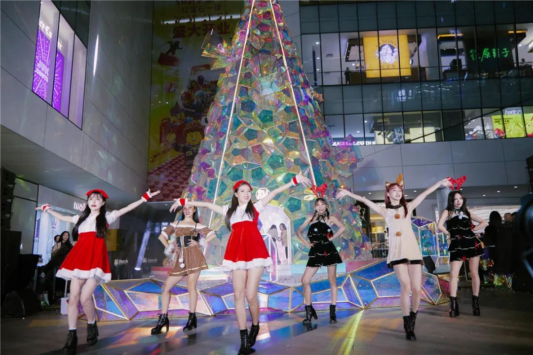 厦门SM幻彩圣诞主题展览活动策划16米宝石般圣诞树闪闪惹人爱