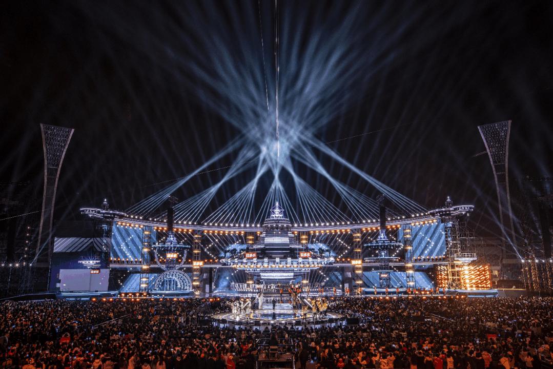 湖南卫视今年的跨年演唱会活动策划的「未来城」舞美太震撼了