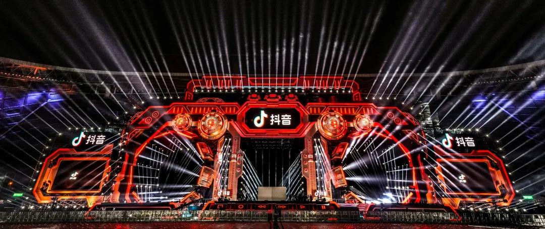 浙江卫视跨年晚会活动策划了一座充满情怀的巨型录音机,朋克!