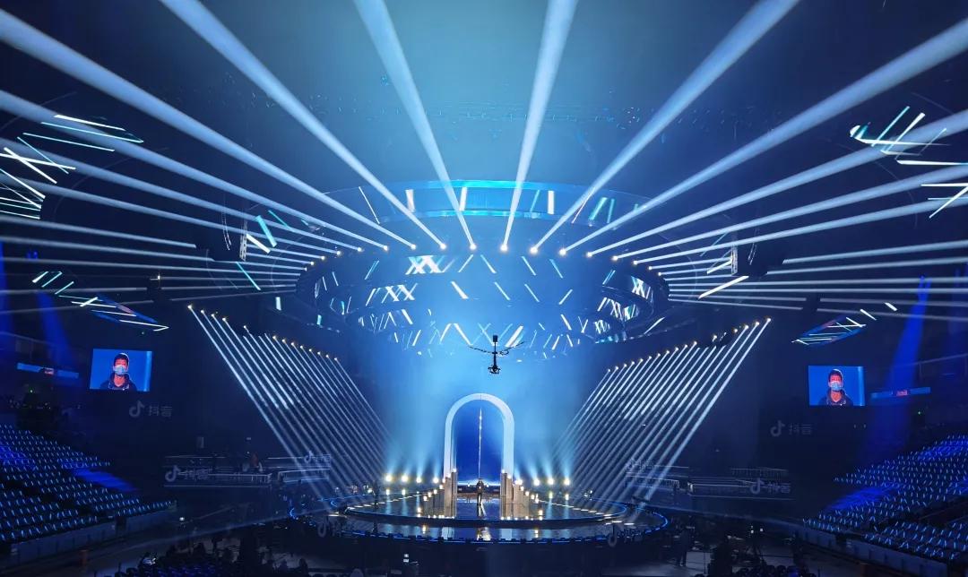 东方卫视跨年盛典活动策划的同心圆舞美看似简洁,实则大气磅礴