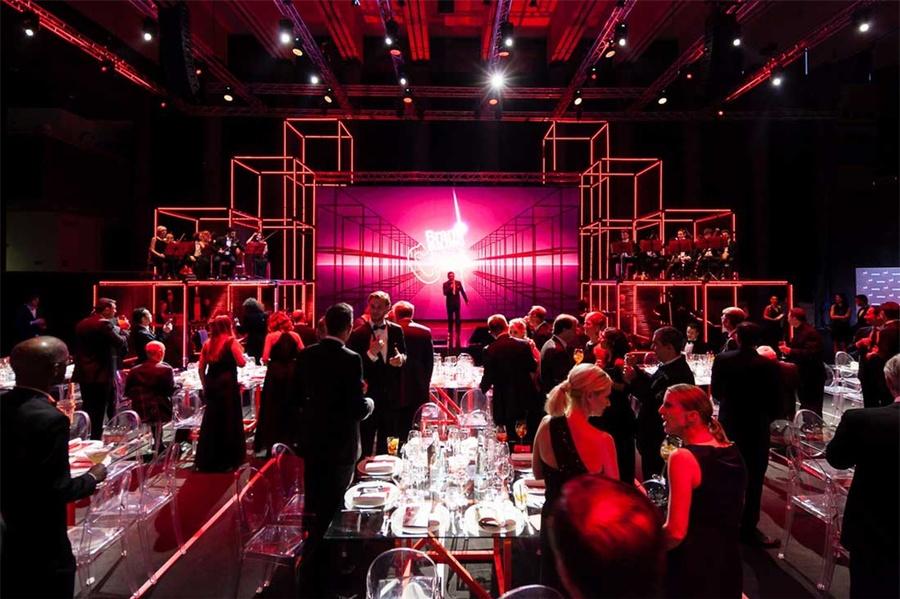 最佳传播项目颁奖典礼活动策划的舞台竟是钢管架和LED灯带