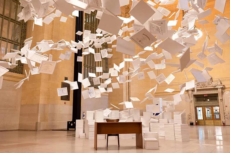 全球最昂贵的艺术展览活动策划装置竟是一张张大学毕业证书